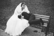 Фотосъемка свадьбы Андрея и Елены в Горках - свадебная прогулка - шутка